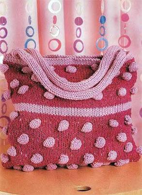 Малиновая сумочка с выразительной фактурой