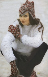 Варежки и шапочка — «Под покровом городчатого ромба»