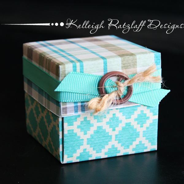 закрытая подарочная коробка