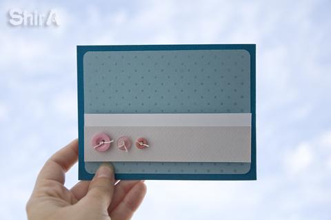 Открытка из бумаги с пуговками