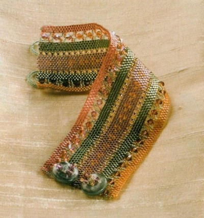 Браслет в полоску из бисера Материалы: - фиолетовая рубка - оранжевая рубка.