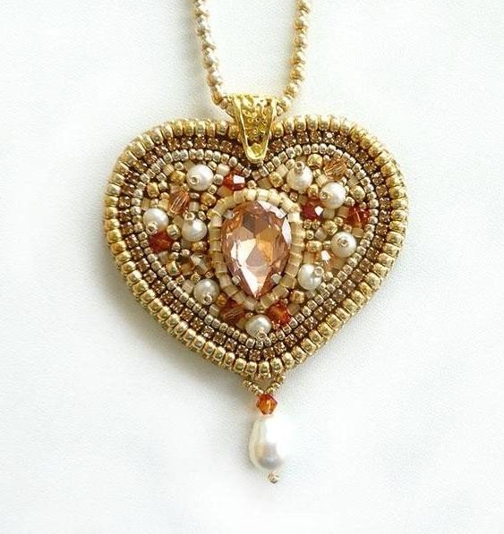 Кулон-сердце вышитый бисером