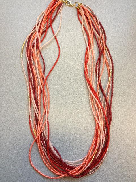 Длинное ожерелье из бисера