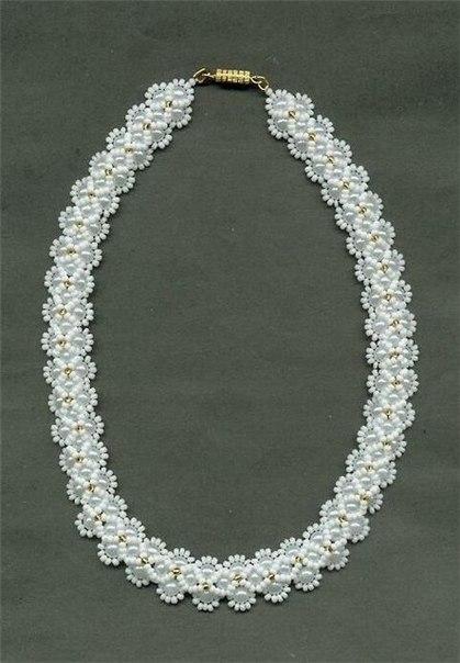 Белоснежное ожерелье из бисера