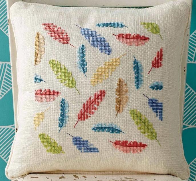 Подушка с вышитыми перьями
