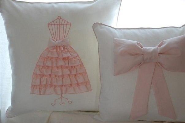 Диванные подушки с декором-платьем