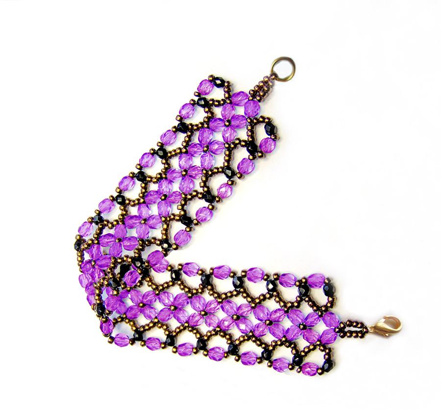 Фиолетовый браслет из бусин
