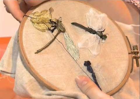 вышивка лентами стрекозы