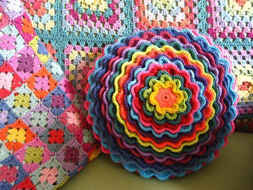 подушка цветок крючком
